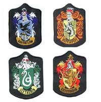 letras feitas sob encomenda do ferro venda por atacado-Harry Potter Emblemas Emblemas Harry Potter Patches Grifinória Slytherin Ravenclaw Hufflepuff Ferro Em Remendos Bordados CCA5919 200 pcs
