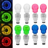 Venda por atacado - Nova chegada 2017 2pcs LED Light Skull Shape Valve Cap Wheel Tire Lamp para Bike Car Motorbike Hot Sale