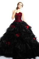 ingrosso giacche da sposa organza-Abiti da sposa gotici rossi neri e bordeaux vintage con giacca Abito da ballo gonfio a due toni in organza a file Abiti da sposa colorati su misura