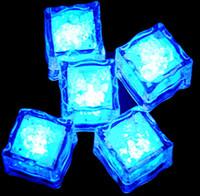 cubo de gelo levou brilho venda por atacado-2.7 cm de Plástico LED Cubos de Gelo Decoração Do Partido Sensor de Água Espumante Luminosa Artificial Brilhante Luz Do Casamento Bar Flash Copo De Vinho Copo