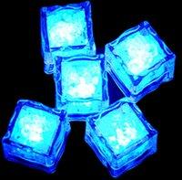 ingrosso scintille leggere-2.7cm Plastica LED Cubetti di ghiaccio Decorazione per feste Sensore d'acqua Scintillante Luminoso Artificiale Luce incandescente Wedding Bar Flash Bicchiere da vino