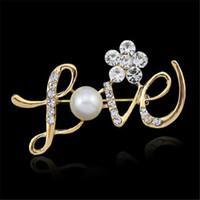 strass brosche kristall roségold großhandel-LIEBE Form Pins Hochzeit Brosche Rose Gold Perle Strass Kristall Blume Brautjungfer Brosche Anweisung Schmuck Weihnachtsgeschenk