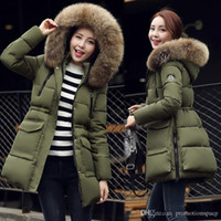 Mode Militaire Pour Femmes Pas Cher-Femme de la mode femme verte Down Parkas hiver vêtements chauds en plein air femmes design long taille grande taille fourreau manteau à capuche Duck Down veste FS0747