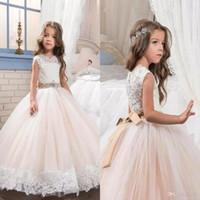 белый пол длина детские платья оптовых-Маленькая Королева платье цвета слоновой кости белые кружева длина пола цветочница платья свадьба бисером талия детская коллекция платье BA6333