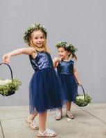 mavi payet diz boyu elbiseler toptan satış-Glamorous Lacivert Sequins Tül Kısa Çiçek Kız Elbise 2017 Jewel Kolsuz Diz Boyu İlk Communion Abiye
