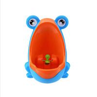 ingrosso addestramento al petto di neonato-Colorful Frog Boys Potty Training Orinatoio verticale a parete scanalato vasino con Vortice Target per Kid Baby