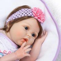 bebek kızı elbisesi toptan satış-Reborn Baby Doll Yumuşak Silikon Kız Oyuncak 22 inç 55 cm Pembe Elbise Ayı NPK Yumuşak Vinil Silikon Kız Bebek