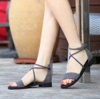 nuevo verano sandalias de tacón bajo al por mayor-Sandalias de tacón bajo de cuero nuevas de verano. Señoras correas cruzadas suelas planas sandalias
