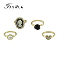 4 pcs / set Retro Style Gold-Color com strass Simulated-pearl Heart Ring Black Flower Cameo dedo anelar jóias femininas
