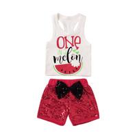 7eb2e48dd17c9 Mikrdoo Yaz Moda Spor Suit Bebek Kız Erkek Bir Bir Kavun Beyaz Tank Top  Kırmızı Kısa Yay Pantolon Giyim Seti Karpuz Çocuk Giysileri
