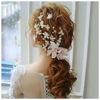 gelin saç aksesuarları dantel çiçekleri toptan satış-Moda Romantik Düğün Saç Aksesuarları Dantel Çiçekler Kadınlar Için Inci Boncuk Timsah Firkete Saç Klip Kızlar Gelin