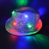 ingrosso luci lampeggianti di compleanno ragazza-2017 LED Light Up lampeggiante lampeggiante paillettes Jazz cappello rave party wedding per bambini ragazza ragazzo compleanno bagliore per feste