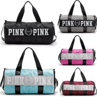 sacos de negócios de luxo venda por atacado-Sacos de desporto Para As Mulheres de Luxo Bolsas Carta Rosa Grande Capacidade de Viagem Duffle Listrado À Prova D 'Água Saco de Praia no Ombro para Negócios Ao Ar Livre