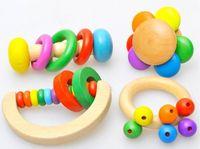 ingrosso interi giocattoli per bambini-Giocattoli educativi dei bambini 0-3 di età del bambino variopinto e liscio del crepitio di legno dell'intero insieme all'ingrosso 4pcs gioca i giocattoli Trasporto libero