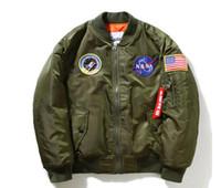 abrigos militares verdes al por mayor-Nasa bombardero Chaqueta hombres Piloto MA-1 hombre Abrigo invierno hombre Jaqueta Vuelo Fuerza Aérea Béisbol militar verde militar Kanye West chaqueta