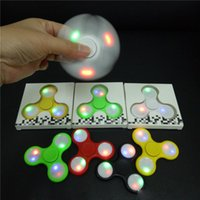 LED Light Up Spinners Mão Fidget Spinner Triângulo Top Trial Finger Spinning Top Decompression Colorido Dedos Tip Tops Brinquedos