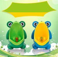 urinoir pour enfants achat en gros de-Grenouille enfants stand vertical urinoir mural urine pot pot groove enfants bébé garçons urinoir nouvelle promotion mur formation toilette