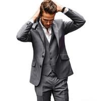en iyi gri moda kıyafeti toptan satış-Son Tasarım Iki Düğme Gri Damat Smokin Groomsmen Best Man Suits Mens Düğün Blazer Suits (Ceket + Pantolon + Yelek)