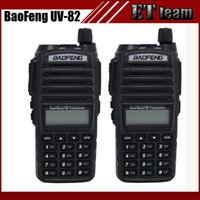 Vente en gros 2pcs / set Hot walkie talkie UV 82 baofeng 1 paire Portable Radio Baofeng UV-82 Avec écouteur CB Ham Radio Vhf Uhf Dual Radio UV82
