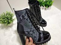 hakiki deri yılan derisi toptan satış-Moda Lüks Bayan Martin Çizmeler Kış Platformu Ayak Bileği Çizmeler Yüksek Topuk Hakiki Deri Lace Up Tasarımcı Snakeskin Ayakkabı Boyutu 34-40