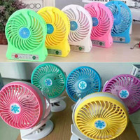 Vente en gros Mini Protable LED Light Fan et Clip Stand Table 360 ​​degrés Rotate Fan Exhaust Ventalation Gadgets USB pour Cool Summer