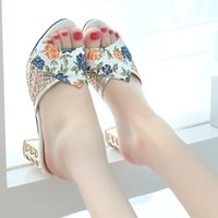Lady New Fashion Ladies Slides Girl's Ethnic Flower Crystal Mujeres zapatos de tacón alto Elegant Women Gold Slippers Open Toe Sandals B009