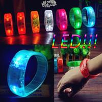 flash-sound-tasten großhandel-Mode Sound Controlled Voice Control Taste drücken Sie die manuelle Steuerung LED Leuchten Armband aktiviert Glow Flash Bangle