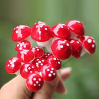 ingrosso dollhouse di funghi-10pcs artigianato decorazione della casa accessori Mini Red Fungo Ornamento da giardino Miniature Vasi casa delle bambole Fai da te Al3277