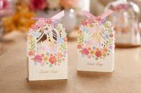 lasergeschnittene geschenkboxen großhandel-Laser Cut Wedding Candy Favors Boxen Blumen Schokolade Geschenke Papiertüten Boxen Hochzeit Zubehör Kostenloser Versand
