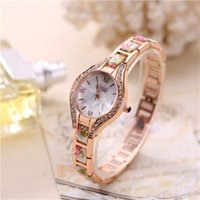 magasins artisanaux achat en gros de-Factory Outlet Ovale Shell Pattern Porcelaine Inlaid Diamond Quartz Montre King Thai Craft Bracelet Bracelet Femme