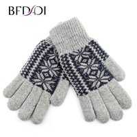 Wholesale Warm Villus - Wholesale- Winter Snowflake Pattern Wool Men's Division Means That The Qhole Line Of Outdoor Warm Gloves Plus Villus Free Shipping