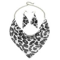 6dcf0354d6e6 dhgate Indian Jewelry Set Estilo Chic Shining Metal Slice Babero Gargantilla  Collares Aretes   Conjuntos de Joyas de Moda de Boda 2017