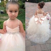 kemer kemeri toptan satış-Pageant elbise Kızlar Için Spagetti Kolsuz Çiçek Kız Elbise Beyaz Fildişi Şampanya Çocuklar Abiye Gelinlik Kanat Boncuk Kemer