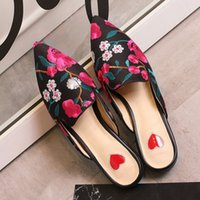 Chinês Estilo 3D Bordado Floral Mulheres Chinelos Cobertura Toe Pointed Toe Sweet Peach Heart FLAT Shoes Mulher Plus Big Size