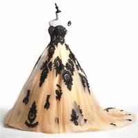 черный свадебное платье корсет-корсет оптовых-Свадебные платья Золотое и черное бальное платье Свадебное платье Милая на шнуровке Корсет Назад Черные кружевные аппликации Свадебные платья Sweep Train