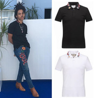polo de cuello blanco al por mayor-Snake Collar Polo Shirt Hombre Blanco Negro Fashion Design Split Hem Stretch Cotton Tops Hombre