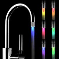 fregadero de la cocina luces led al por mayor-Nueva moda LED luz del grifo del agua corriente 7 colores que cambian resplandor de la ducha del pico del fregadero cabezal del grifo sensor de temperatura de la cocina de seguridad ambiental