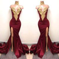 vestidos de ouro design venda por atacado-Novo Design 2K19 Sexy Borgonha Vestidos de Baile com Ouro Lace Appliqued Sereia Dividir Frente para 2019 Festa Longa Vestidos de Noite Vestidos