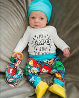 conjunto de bebê rápido venda por atacado-Venda quente Conjuntos de Roupas de Bebê Recém-nascido Roupas de Bebê Cape Daddy T-shirt da Mamãe Pouco + Calças + Chapéu 3 pcs Roupas Transporte Rápido