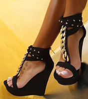 sandalias de plataforma para mujer al por mayor-Moda para mujer Sandalias de gladiador Sexy T Correa Cadena de metal Remaches Hebilla Tacones altos Plataforma Zapatos de cuña Tamaño 35 a 40
