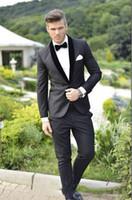 esmoquin de carbón de los novios al por mayor-(Chaqueta + Pantalones + Corbata) Por encargo chino Novios Esmoquin Gris Carbón Mejor hombre Mantón Cuello negro Padrino de boda Hombres Trajes de boda Novio