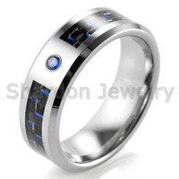 8mm Men's Tungsten Carbide Anel com Fibra de Carbono Preto e Azul e Blue Cubic Zirconia Set Wedding Band