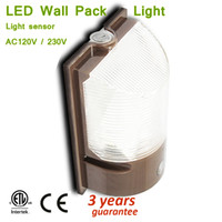 Dusk to Dawn LED 12W 20W Wall Pack Light Lampada esterna impermeabile per cortile, giardino, patio, coperta nero