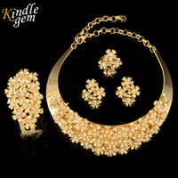 Wholesale Necklaces Beads Designs - Brand Jewelry Design Trendy Dubai Gold Color Jewelry Set Elegant Costume Choker Necklace Set Nigerian Wedding African Bead