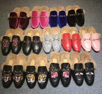 cuentas de arco de metal al por mayor-Hebilla de metal de moda zapatillas zapatos de cuero bordado de conejo de pelo de conejo media zapatillas arco femenino de terciopelo lazo perlas zapatos de mujer casual