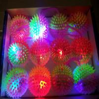 cuerda de bola intermitente al por mayor-7,5 cm de masaje con silbato luminoso thorn ball flash cuerda llamada exprimido erizo puesto de venta de productos al por mayor