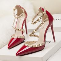 red mary jane talons hauts achat en gros de-designer rouge talons chaussures femme talons hauts de mariage mary jane chaussures marque italienne rivets chaussures de Saint Valentin femmes sexy pompes stylet