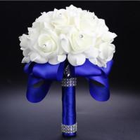 rosafarbene blume blaue farben großhandel-2017 elegante Rose Künstliche Braut Blumen Brautstrauß Hochzeit Bouquet Kristall Royal Blue Seidenband Neue Buque De Noiva Multi Farben