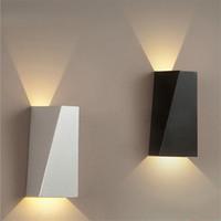 siyah duvar aydınlatma armatürü toptan satış-10 W LED Modern Işık Yukarı Aşağı Duvar Lambası Kare Spot Işık Aplik Aydınlatma Ev Kapalı Duvar Işıkları Açık Su Geçirmez Duvar Lambaları Siyah / Beyaz