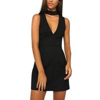robes noires occasionnelles de cou de licou achat en gros de-Vêtements sexy licou v cou robe d'été noire Femmes sans manches bureau tenue décontractée Fille soirée courte robes